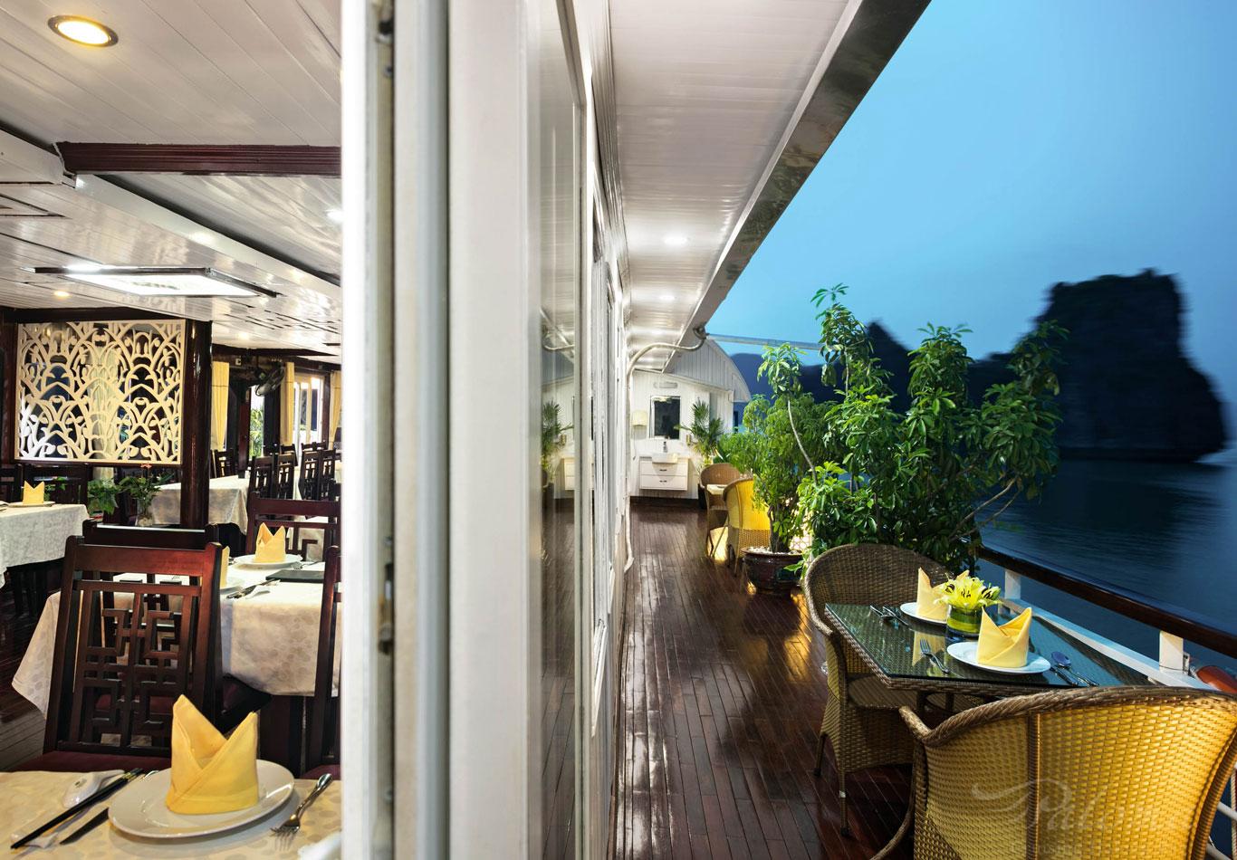 Restaurant Corridor