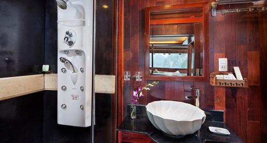 Bathroom suite cabin